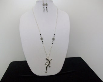Lucky Lizard necklace and earring set in black and silver.