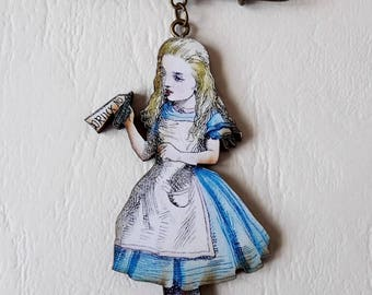 The PIN brooch ♥ ♥ ♥ rabbit and Alice