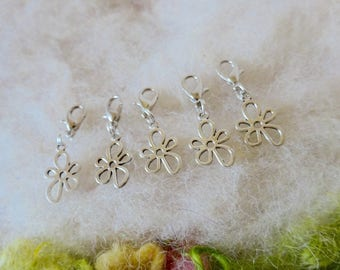 Zipper Gripper Party Favors Charm Daisy Flower Scissor Fob Key Ring Clip Pack Pack Toggle Set of 5 Silver Flower Power Stitch Marker