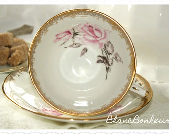 Aynsley, England: Tea cup & saucer with large pink rose