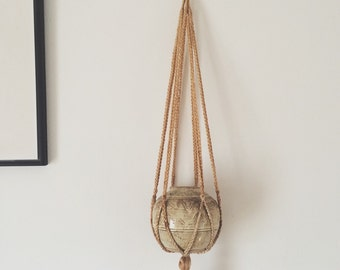 """SALE! Use code """"BLCKFRDY"""" at checkout to save 15 percent! Cream Macrame Plant Hanger // Vintage Kitch Woven Home Decor Plant Hanging"""