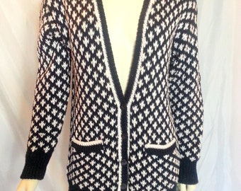 Hand knit Vintage Cardigan Sweater Jones New York Navy Blue and White Petite hounds tooth