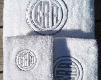 Double Circle Monogrammed Towel | Set Wedding, Graduation, Housewarming, Birthday Gift | 3 Piece Set