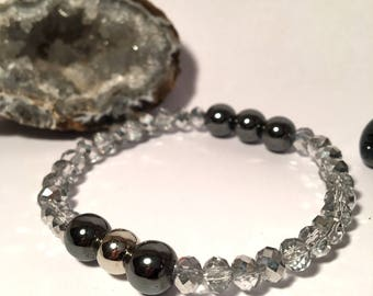 elastic bracelet with real stone hematite and grey crystals