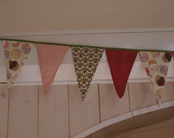 wreath 19 flags textile pattern cupcake, pink tones
