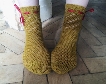 crochet pattern - Twirl Socks