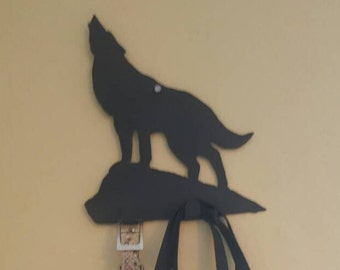 Howling wolf leash hanger