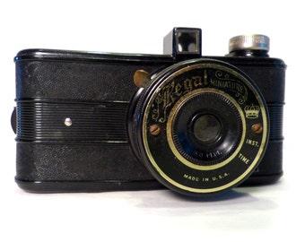 Vintage  Bakelite Regal Miniature Camera