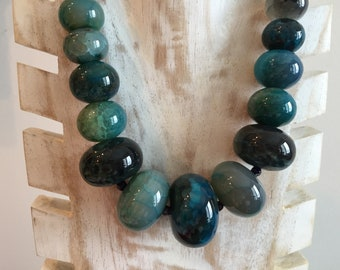 Graduated Turquoise Agate Necklace.