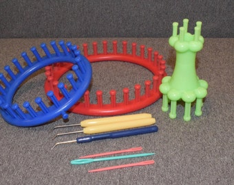 Kit with three 3-needle looms and 3 hooks for hats, socks, scarf and wool accessories, Transpillo, sewing accessories