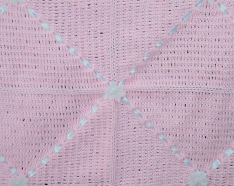 Crocheted baby blanket - Pink and white diamonds