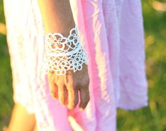 Wedding glove, bridal accessories, lace bracelet, crochet bracelet, wrist cuff, fingerless glove, Victorian jewelry, Bridal glove, Festival