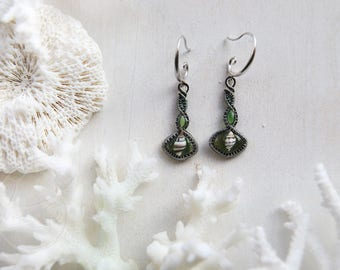 Green net / Real seashells earrings from Okinawa / Wire wrapped earrings with tiny seashells
