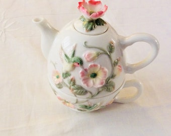 1997 YH Tea for One Hummingbirds and Pink Peace Rose Stacking Personal Teapot
