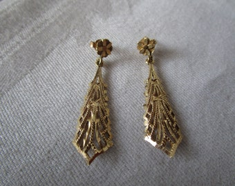 Elegant 14 K Yellow Gold Etched Filigree Dangle Pierced Earrings