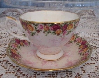 MOTHERSDAY Old Country Roses Teacup and Saucer