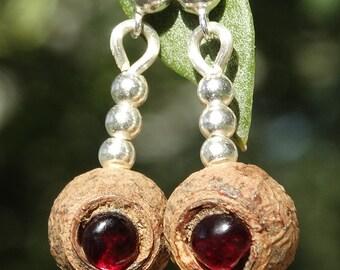 PENDIENTES elaborados con semilla de eucalipto, granate y plata de ley