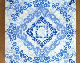 Pack of 20 white and Blue rose paper napkins