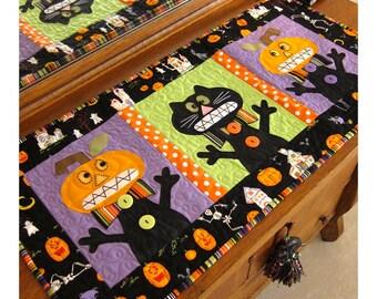 EEEEK- A Halloween Table Runner Pattern