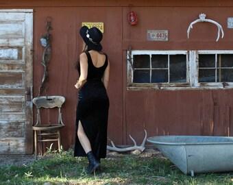 black crushed velvet dress // velvet maxi dress // black dress with slit