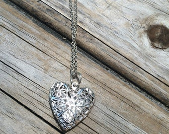 Heart Locket Necklace, Locket Necklace, Wedding Necklace, Gifts for her, Picture Locket, Bridal Jewelry, Bridesmaid Gift, Mother of the Brid