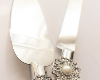 Wedding Cake Server and Knife, Pearl and Rhinestone Wedding Cake Cutter, Winter wedding snowflake wedding cake cutter, Wedding decor