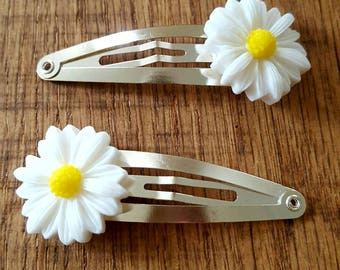 daisy hair clips, daisy snap clips, daisy hair accessory, gift for her, party bag filler, party bag gift, gifts for children, back to school