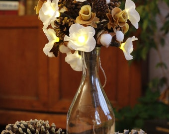 Everlasting bouquet led sublime smell of Christmas porcelain cold saeljana and nature! Pinecones, pine, beech beechnuts, porcelain flowers.