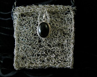 Crocheted wire silver small purse with Balinese Onyx clasp,Crocheted tiny shoulder bag, Wire crocheted small bag