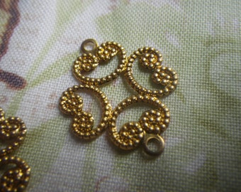 Cloverleaf Exquisite Brass Filigree Connectors Pretty Scrolled Shape 23x18mm Two Loops 6 Pcs
