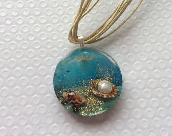 A day at the beach pendant