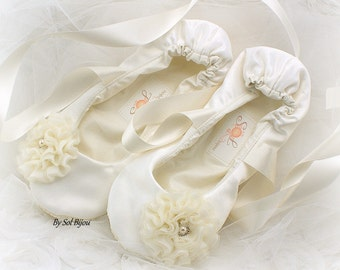 Ivory Bridal Ballet Shoes with Flower, Vintage Style Ballet Flats, Custom Wedding Flats