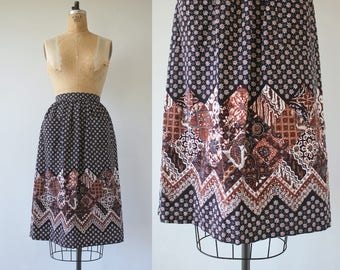 vintage 1970s skirt / 70s batik print skirt / 70s brown and black floral print skirt / 70s pocket skirt / 70s boho skirt / med 29 inch waist