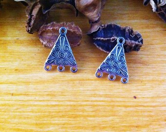 4 triangle connectors, decorated with windings, ethnic style silver