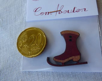 Red collar ice skate wooden button