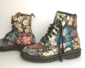 Made in UK Doc Martens / Woman Size 9.5 Shoes / Vintage Floral 90s Doc Marten Boots