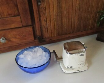 Vintage Countertop Crusher – Hand Crank White Swing – A – Way Ice Crusher (Top Only) – Retro Mechanical Vintage Barware