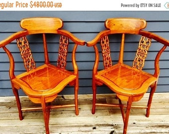 Pair of vintage Chinese corner chairs made of Vietnamese Huanghuali wood luxury grain and fine craftsmanship