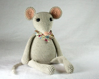Lily the mouse - crochet pattern