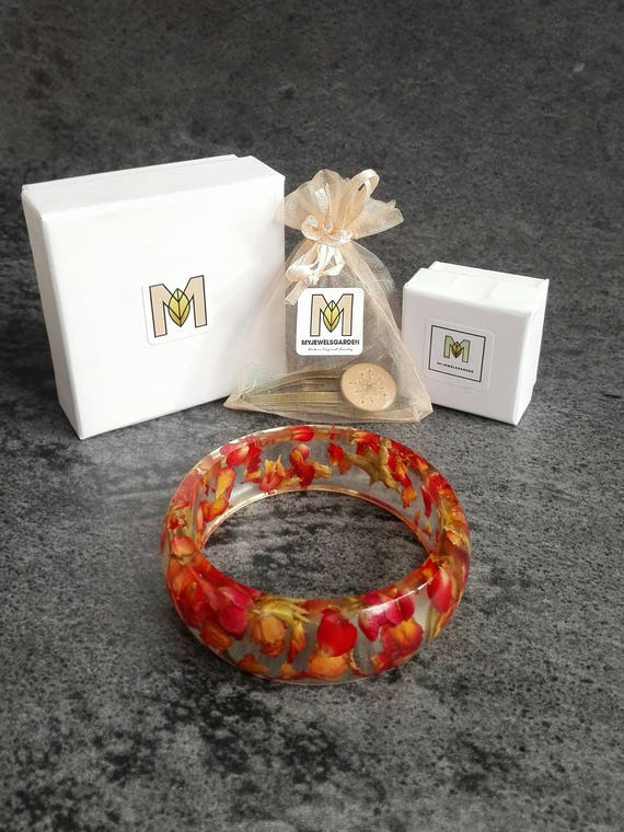 Mothers day personalized gift Birthday present Holiday gift Small cardboard jewelry box Resin pressed flower jewelry Made in Italy