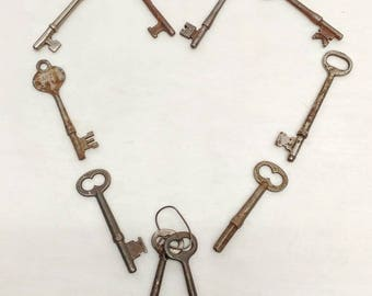 Lot of 10 Different Vintage Victorian Skeleton Keys For Decoration Crafts or Use 19210