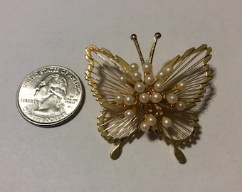Vintage gold tone pearl butterfly pin badn