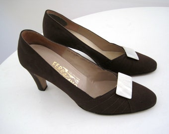 Vintage Ferragamo Heels - Brown Canvas Pumps with Mother of Pearl Shoe Clips - Salvatore Ferragamo 1950s Made in Florence Italy