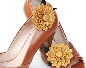 Fall leather flower shoe clips, wedding shoe brooches, bridal shoe clips, leather anniversary gift, leather shoe clips, fall wedding, dahlia