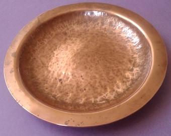 Copper dish, Handgehamerd