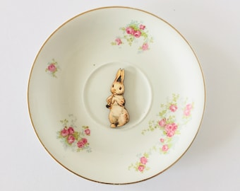Rabbit Playing Trumpet on White Display Plate 3D Sculpture Pink Green Rose Floral Pattern for Wall Decor Birthday Wedding Anniversary Gift