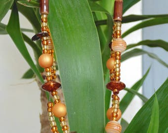Necklace leather and beads in brown/beige.