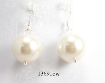 Off White Glass Pearl Earrings