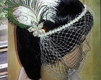 Special Occasion Bridal Hair Piece Pearls Flower Brooch Comb on White Feathers Fascinator NEW