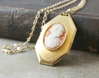 Gold Cameo Locket Necklace, Large Gold Locket, Unique Locket Pendant, Gold Photo Locket, Gold Picture Locket, Heirloom Jewelry, Mom Gift